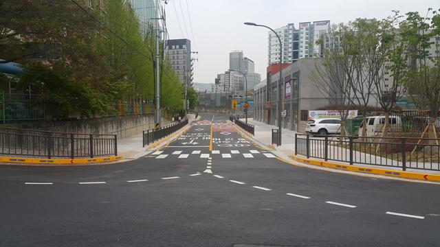 안양2동 안일초교 후문 일대 도로확장공사 마무리