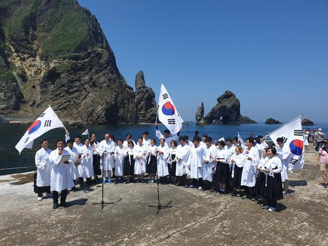 경기도의회 독도탐방단, 2일 독도 현지에서 일본 정부 규탄