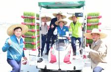 윤화섭 안산시장, 본오뜰에서 풍년기원 모내기시연